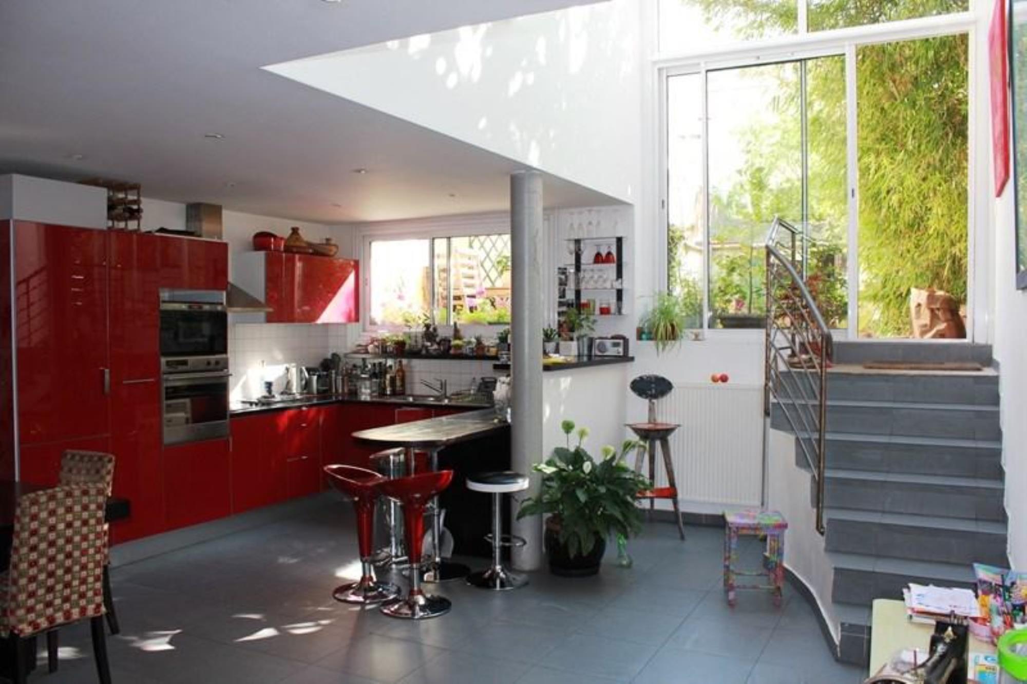 properties v bien a vendre rez de jardin vincennes. Black Bedroom Furniture Sets. Home Design Ideas