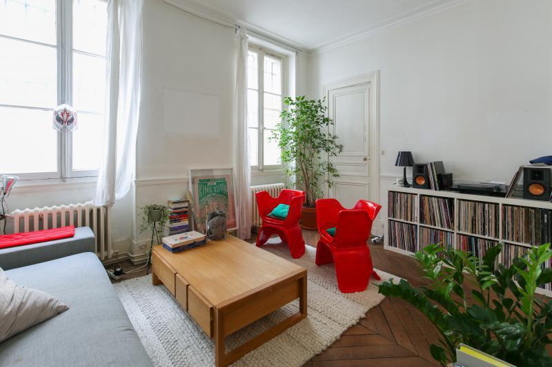 properties v bien a vendre rez de chaussee paris. Black Bedroom Furniture Sets. Home Design Ideas